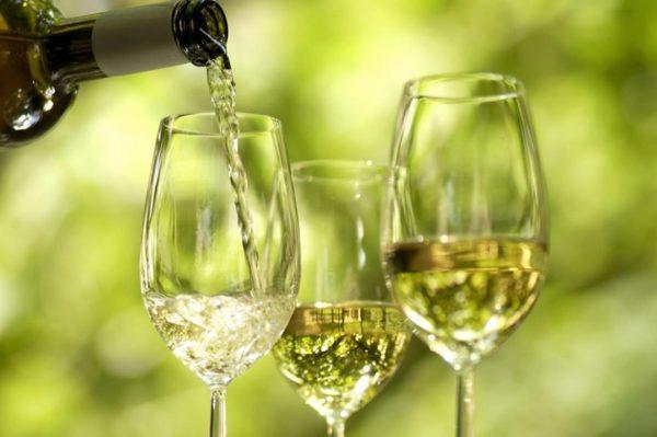 vino bianco d'uva a casa