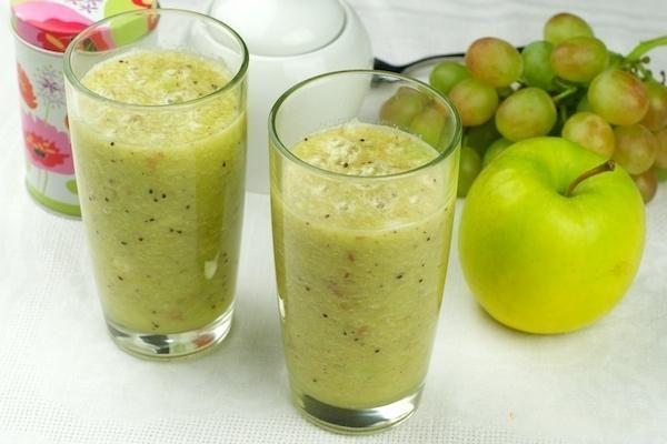 Frullato d'uva con mela verde